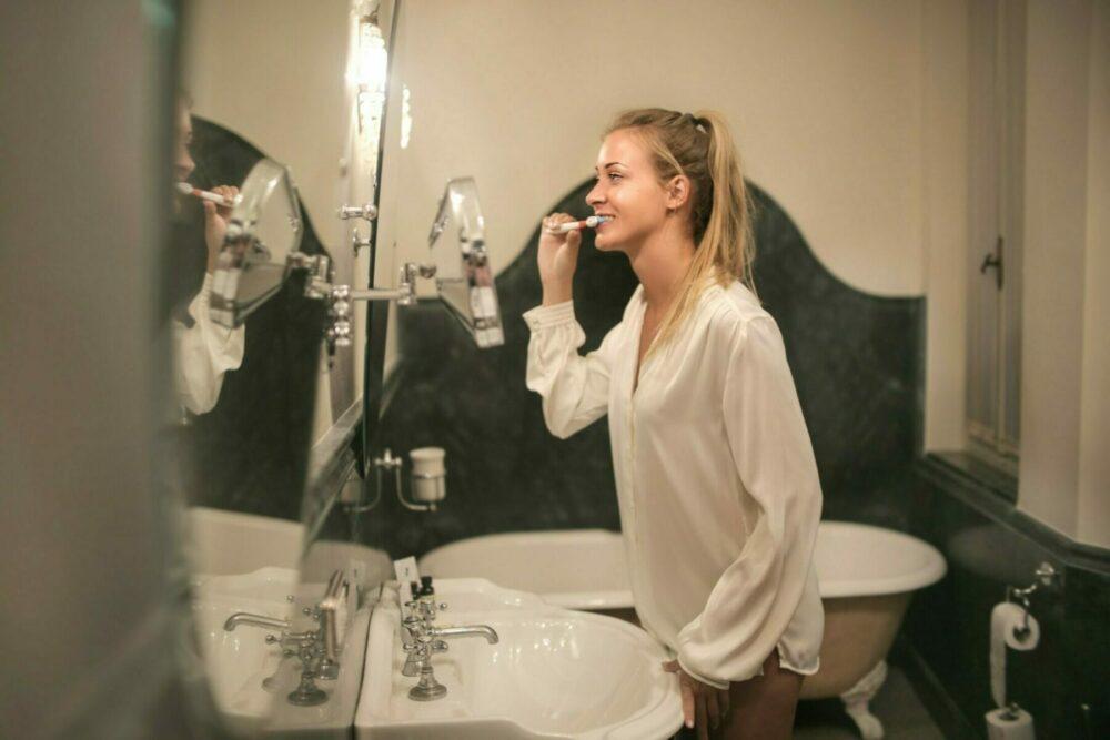 Proper way to brush teeth